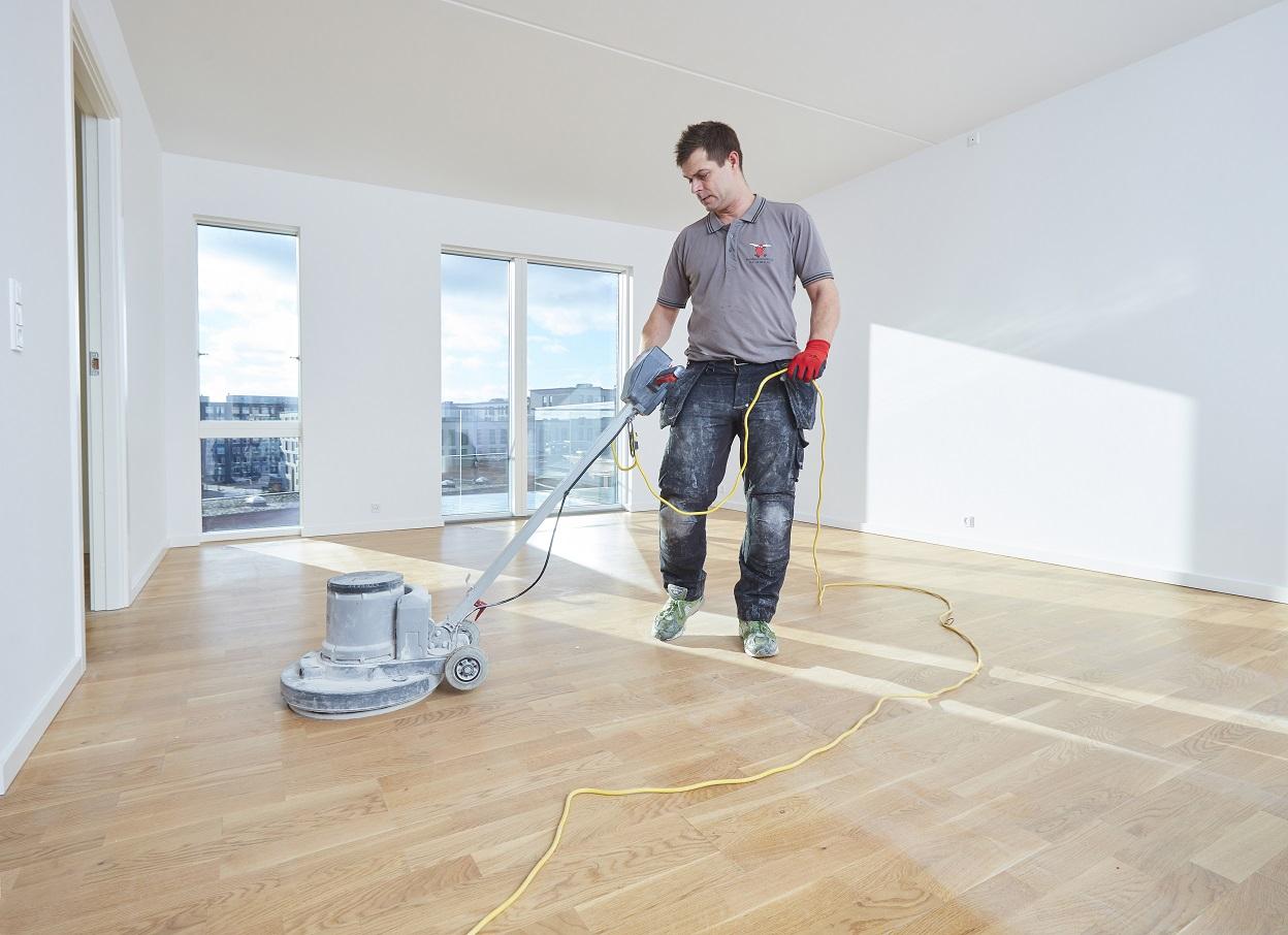 Gulvafslibning-gulvarbejde-istandsættelse-lejlighed-Maler-Teamet